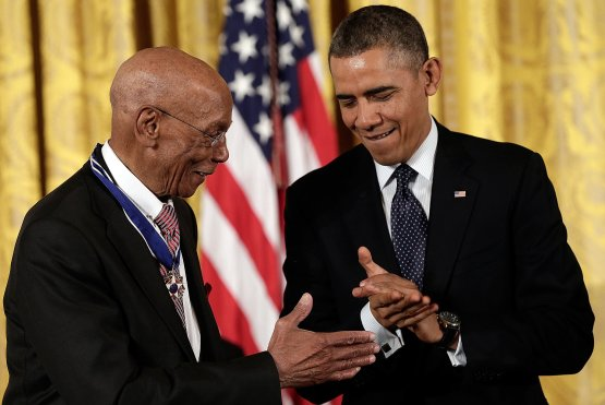 President-Obama-awarded-Hall-Fame-baseball-player-Ernie-Banks